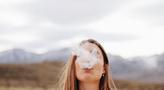 כיצד העישון משפיע על מראה השיניים?