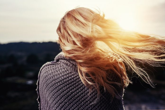 מה גורם לנשירת שיער אצל נשים?