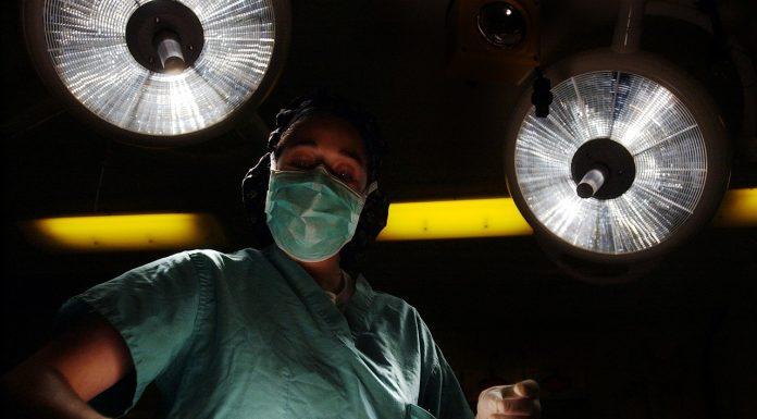 חושבים על ניתוח מתיחת פנים? קראו את הכתבה!